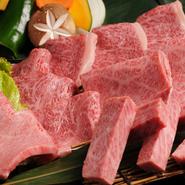 1頭から2kgしかとれないミスジは、サシが細かく入っており、やわらかい食感です。旨味成分が多いので、お肉本来の味が楽しめます。その他にも、ハネシタやカイノミなど珍しい部位をお楽しみください。