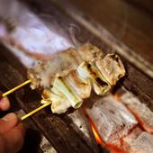 新鮮な朝挽きの鶏肉と、伝統の塩味、秘伝のタレで味を守る