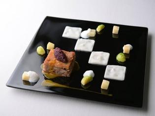 イタリアでも人気『豚のすね肉のブラサート 赤タマネギと共に』