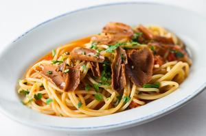 『シチリア産マグロのカラスミとミニトマトのスパゲットーニ』