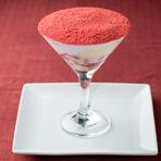 苺の甘い香りが魅惑的なオスティアコースのデザート『コルネット風パフェ』