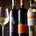 豊富に揃ったイタリアのワインがグラスでも、ボトルでも楽しめる