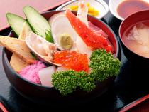 『ばんや天丼』と人気を2分する、豪華な『海鮮丼』