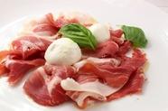イタリア産生ハムと、水牛のモッツァレラ