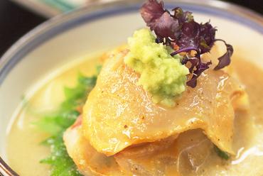 淡路産の鯛を特製胡麻ダレでいただく『鯛茶漬け』