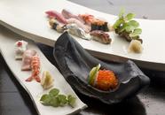 江戸前寿司の繊細な仕事が光る『おまかせにぎり』