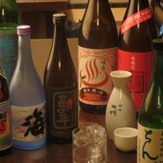 焼酎、日本酒など豊富なお酒いろいろ。大人の夜を演出する今宵選んだ一杯をじっくりと召し上がれ。