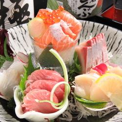 その日の厳選海・山の幸10点盛り合わせや、北海道の食材、料理をふんだんに使用したコースです。
