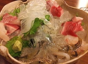 毎日、長崎・生月漁港から仕入れる『活イカ姿造り』