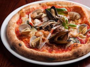 海の幸をふんだんに使った『ピザ ペスカトーレ』