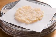 白えびのやさしい風味と食感が魅力『えびせん』