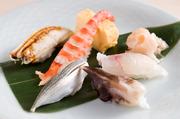 旬の新鮮な魚介を使ったお寿司。その日仕入れた素材から、さらに厳選したものをお寿司でいただけます。