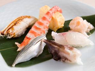 その日仕入れた鮮魚から、さらに厳選した『特選寿司』