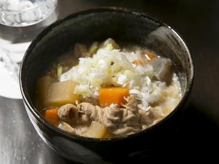 レシピを改良し続けてたどりついた美味しさ。『自家製もつ煮』