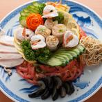 職人が手間ひまかけて作る本格中華料理がメイン。普通の居酒屋では出会えない手の込んだメニューを堪能してください。和食が中心の本店で、人気があるメニューもそろえています。