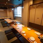 総席数は100席。少人数から大人数まで、用途に合わせて利用できる大小の個室を完備。細大60名までの宴会に対応できる完全個室もあります。歓送迎会など各種宴会にご利用ください。