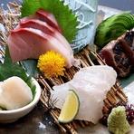 魚介は毎日市場に出かけて仕入れています。鶏肉は鳥取の「大山どり」、豚は薩摩のブランド豚「茶美豚(ちゃーみーとん)」、牛は「黒毛和牛」と食材にも、徹底的にこだわっています。