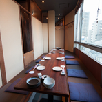 個室はすべて掘りごたつ形式でくつろげます。3~6名の小さな個室から、7~10名、50~60名と様々なタイプの個室があります。デートから仲間同士の飲み会、大宴会までどんなシーンにも対応できます。