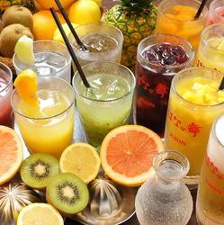 生ビール,カクテル,サワー,ハイボール,ウイスキー,梅酒,ワイン,焼酎,日本酒,ソフトドリンクなど約40種以上