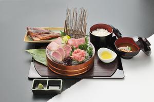 厳選した魚介を使用した『トロ三味御膳』