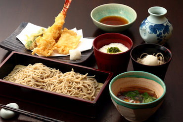 当店おすすめの蕎麦や天ぷらの『楽膳(らくぜん)』