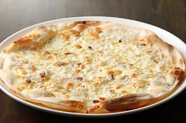 程よい塩加減がきいたピッツァ『小坪産シラスとアンチョビ』