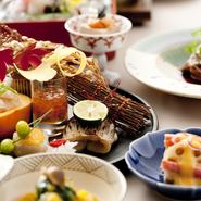 季節の彩りを大事にする日本料理。素晴らしい素材の力を活かす匠の技で、四季をお楽しみください。