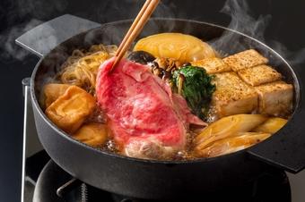 最高級の霜降り肉とこだわりの国産野菜を水簾のタレでお召し上がりください。
