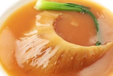 「星ヶ岡」が誇る中国料理伝統の味『ふかひれの姿煮』
