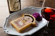 鶏肉やフォアグラをタルト生地で包んで焼く手の込んだ料理。そんなクラシカルなフランス料理も味わえます。