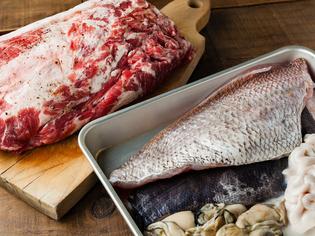魚は新鮮なうちに、肉はひと手間かけて調理