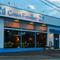 遠くからでも目立つ爽やかなブルーが印象的な店構え