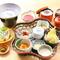 とろ湯葉や湯豆腐などが付いた女性に人気の『花かご弁当』