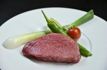 上質の肉の旨味をとじこめた『サーロインステーキ』