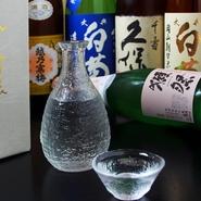 岡山は気候風土に恵まれているので、口当たりがよくお米の甘みや旨みがしっかりとした「うま口」とキレの良さを合わせ持っています。鍋料理と相性も抜群なので、冷や燗など季節にあった飲み方でお楽しみください。