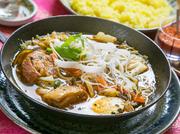 生姜醤油ベースで煮込んだ角煮を基本的なスープと合わせて。「何とでも合う」スープカレーの好例です。