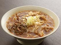 スープは自家製の『温麺』。夏は冷麺でいただきます