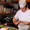 熟練した料理人が一品一品心を込めて、丁重に調理