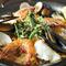 だしの効いた香ばしいお米と新鮮な魚貝を使った『パエリア』