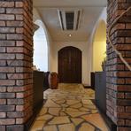 着席40名まで利用可能。完全個室の大部屋「ベルサイユ」の入り口