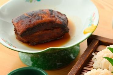 【福寿し】ならではの香ばしさとほろほろ食感『豚角煮』