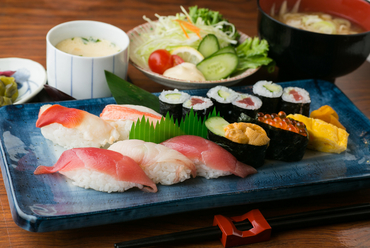 ボリュームたっぷり、海の幸が好きな人に『にぎり寿司(竹)』