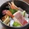 味もボリュームも、そして彩りも美しい『旬の海鮮丼』
