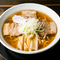縮れの中太麺に絶妙にスープがからまった、正統派『ラーメン』