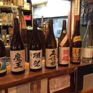 沖縄と言ったら、やっぱり『泡盛』を飲まないとと思っている方も多いはず。お店では一合でもボトルでも、どちらでもリーズナブルに頂けます。様々な割り方が楽しめるので、お気に入りの味を探すのもおすすめです。