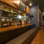 シックで落ち着ける雰囲気の店内で、ゆっくりとお酒を楽しめます
