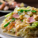麩に玉子を絡ませて、野菜とは別に炒めます。麩には意外とバターが合うので、最後の仕上げはバターで。地元の人にも、旅行客にも注文される、ご当地沖縄の料理です。