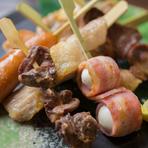 串物は食べやすく「プチ串」に。一番人気は『焼き鳥』。お子様には『うずらベーコン』や『豚バラ』が好評。