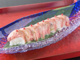 新鮮なお肉の旨みを活かして握った『佐賀牛炙り棒寿司』