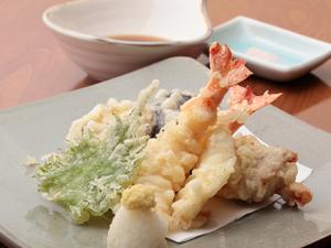 その時期の味覚を楽しむ『天ぷら盛り合わせ』